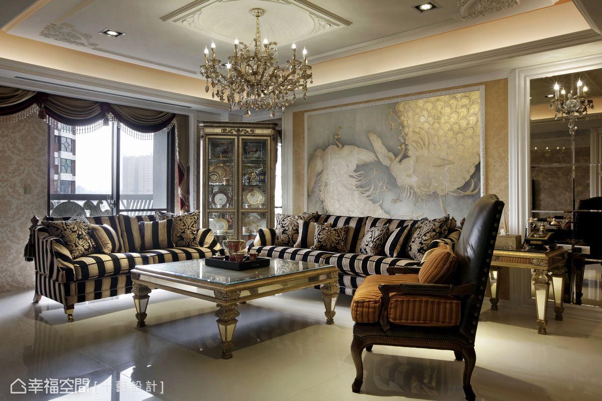 以石材、金箔、壁紙、金絲刺繡壁布等奢華元素,考究線板、雕花等立體層次,打造古典奢華。