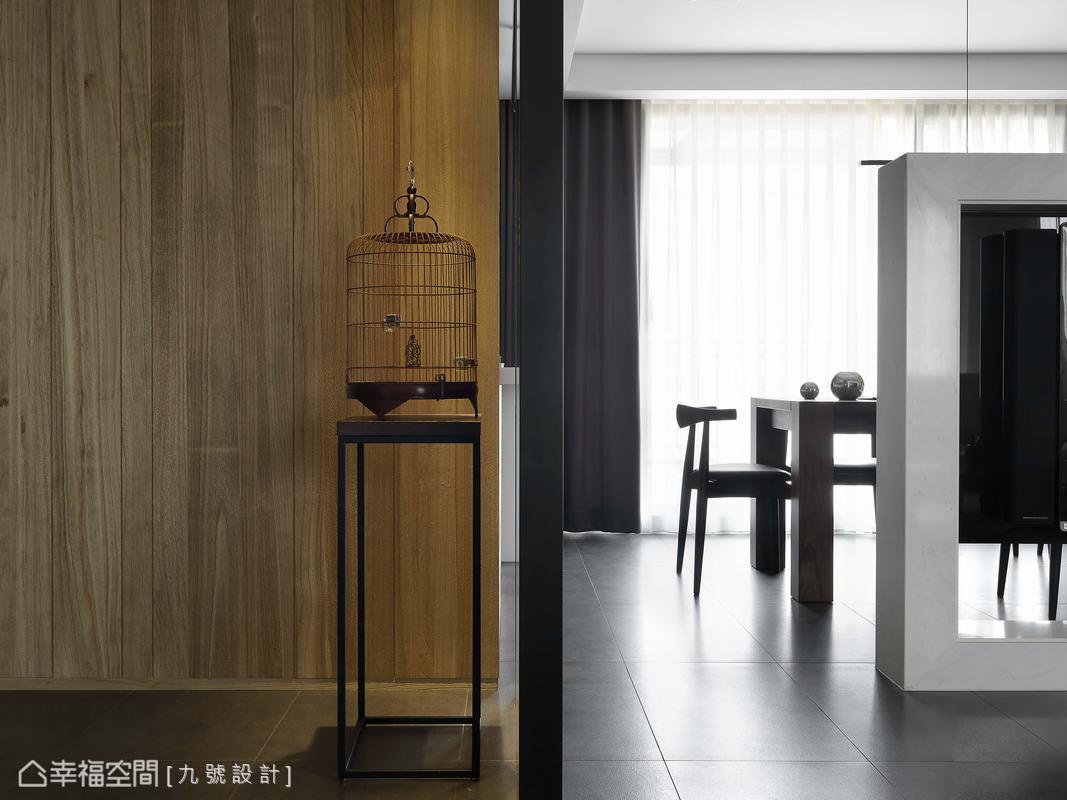 近一米五長的牆面兩側,還保有九十公分寬的環繞動線。