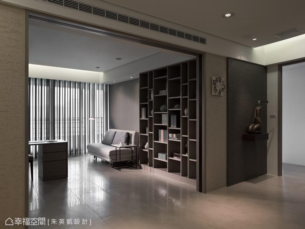 面對書房兩側的牆面亦以日本手工陶沙骨材漆,打造現代簡約空間裡的仿古時尚感。
