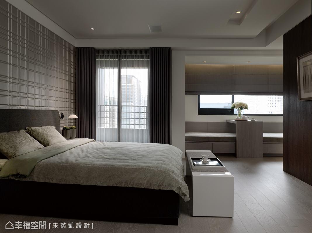 礙於新大樓外觀不能擅自改變的規定,朱英凱設計保留主臥房外陽台的設計。