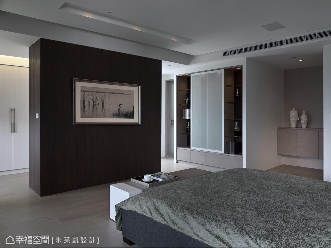 設計師採開放手法規劃空間,浮動的氣流可自由流動於主臥房內。