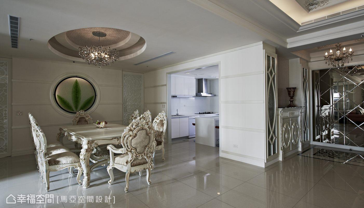 在風格設定與傢俱選擇上,整體空間以新古典元素為主軸,並巧妙混搭現代風格,醞釀最豐富的能量。