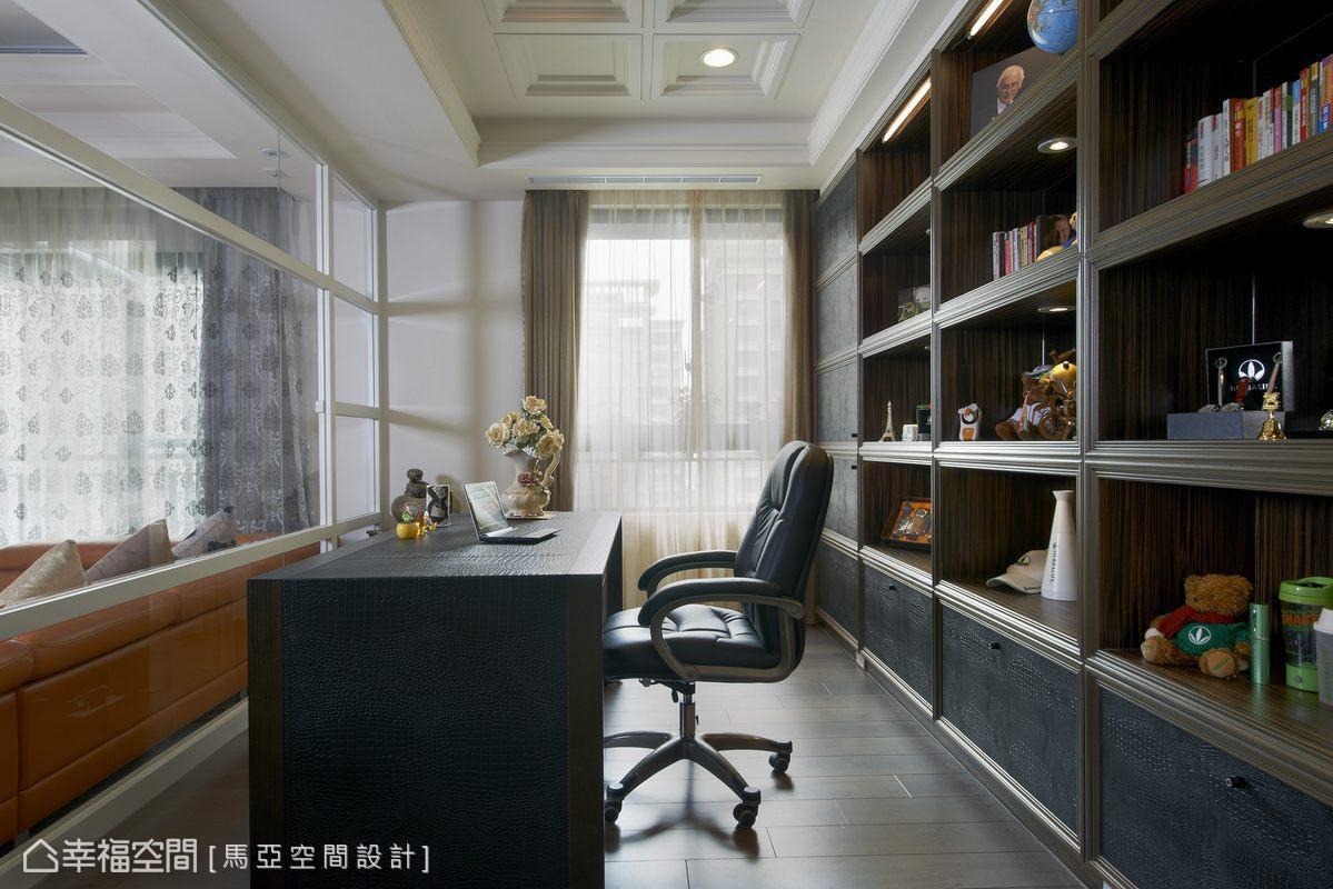 設計師設置了收納充足的展示櫃,立面乾淨純粹、提引人文意涵。
