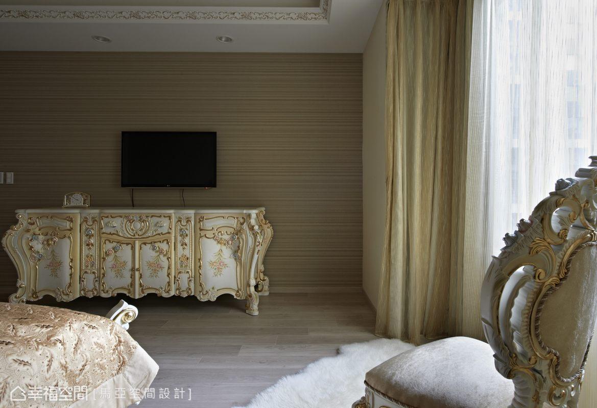 內部的傢俬也同樣從國外訂製,特殊配色與搭配,堪稱新時代的風格臻品。