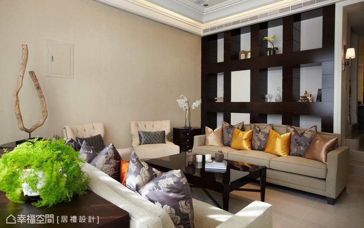設計師融合了新古典與現代的元素,演繹符合屋主所喜愛的風格與設計。