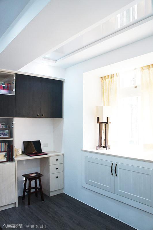 歐爵設計利用屋高打造活動橫桿,補足後陽台有限空間,作為大型衣物晾曬第二場地。