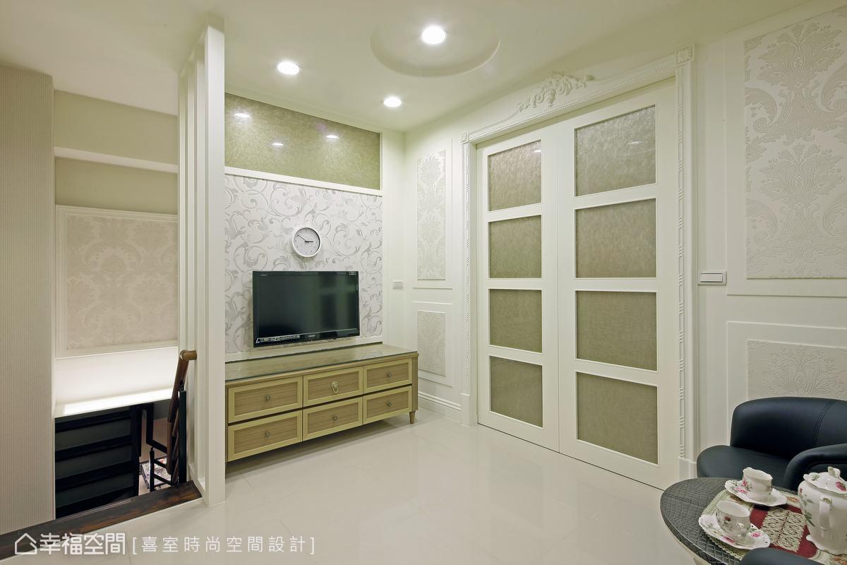 位居上層的私領域,除了備有舒雅的起居場域,側向還有著儲藏室可供運用。