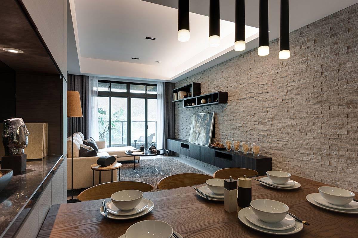 兼具收納櫃與展示平台的備餐櫃,同時涵蓋drink bar機能。