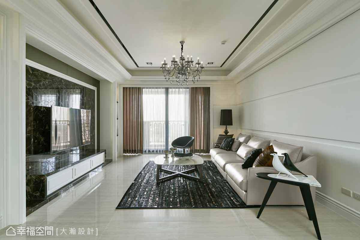 透白明亮的客廳,以毫不做作的自然雍容,讓場域締造高雅的生活態度。