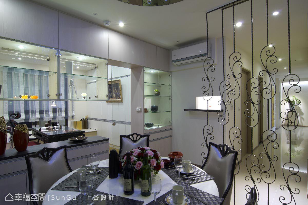 鍛造鐵質材以華麗感線條勾勒出屏風意象,圍塑餐桌上獨特的優雅氛圍。
