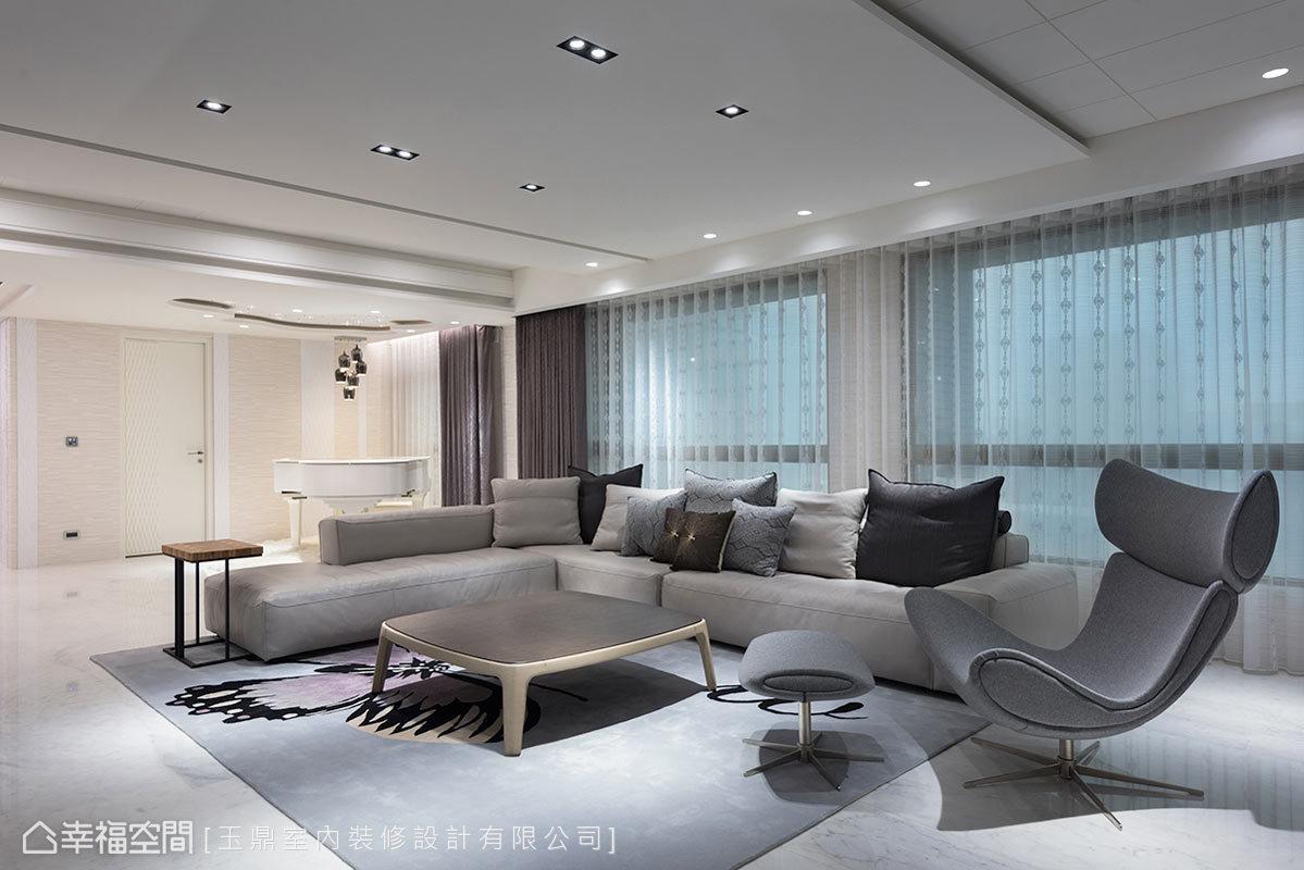 開放的廳區,玉鼎設計透過尺度和比例的拿捏得宜,展現出簡約時尚的空間美學。
