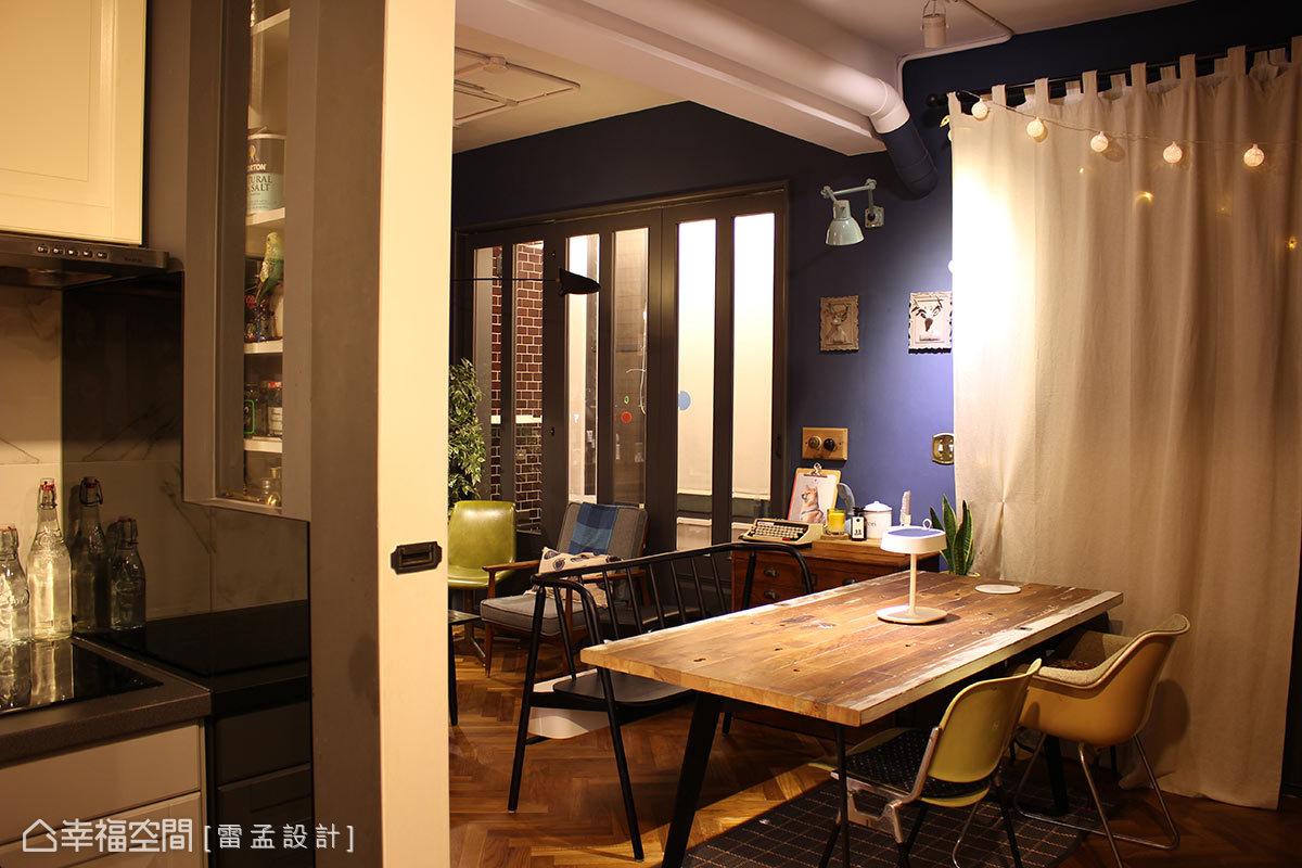 雷孟設計拆除三十年老屋的老舊與陰暗,引入旅居國外的生活經驗,以廚房為核心重新架構空間定義。