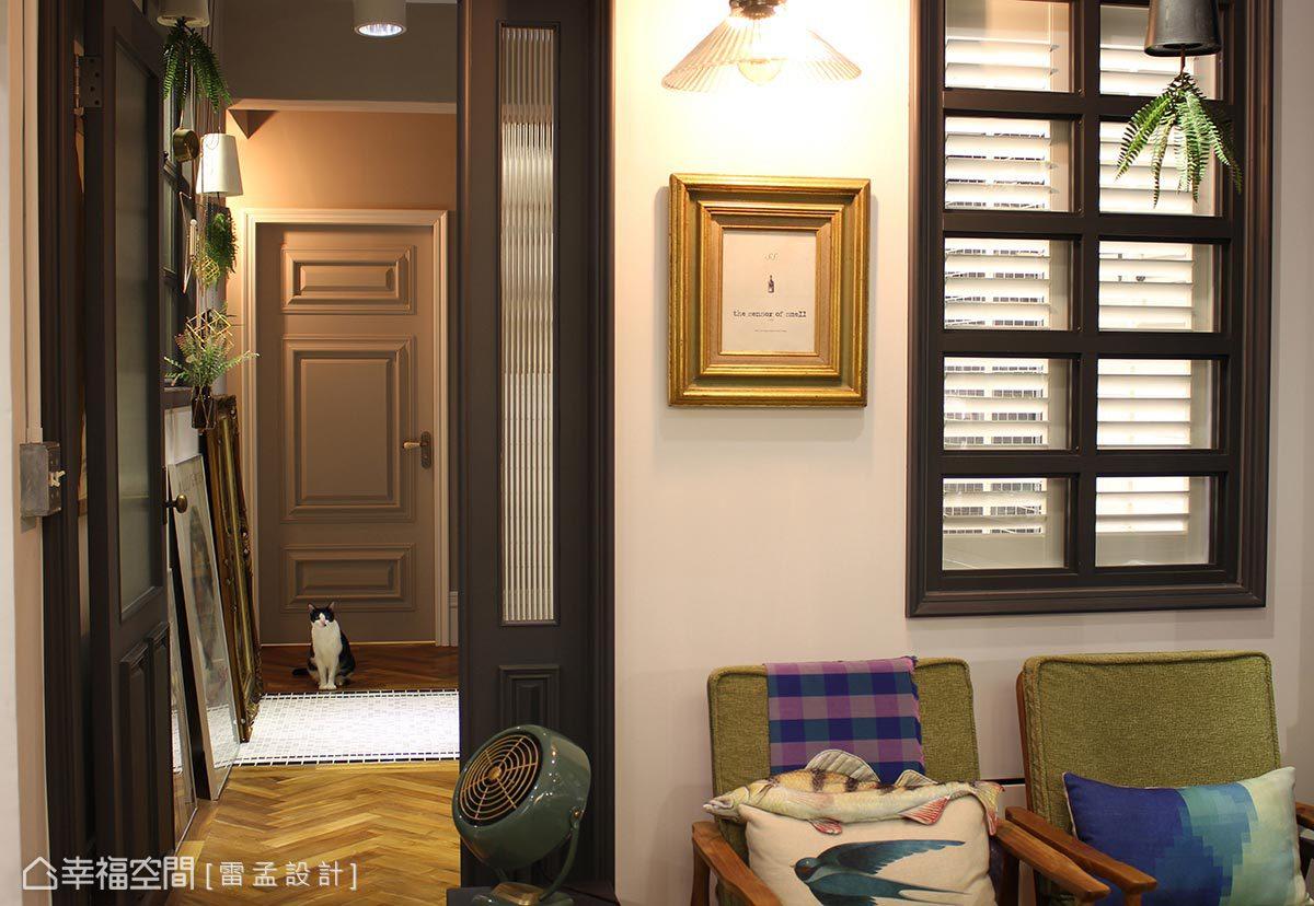 無實牆的隔閡讓光體自由串流,甚至在衛浴也規劃百葉格柵窗,達到良好的換氣效果。