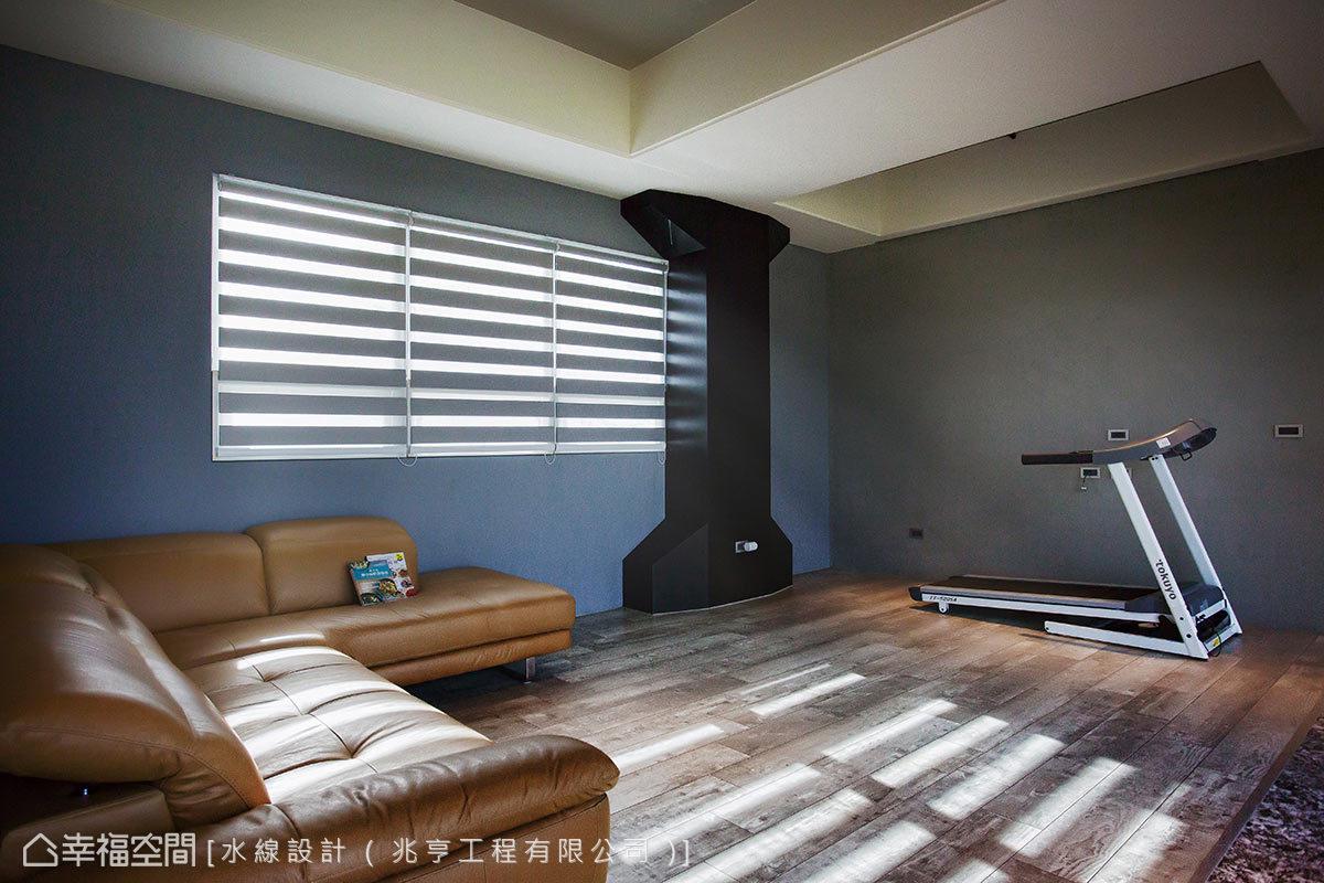 僅以材質特性表現空間的健身房中,特別以黑色啞鈴造型修飾管道間柱體,形成極具巧思的設計亮點。