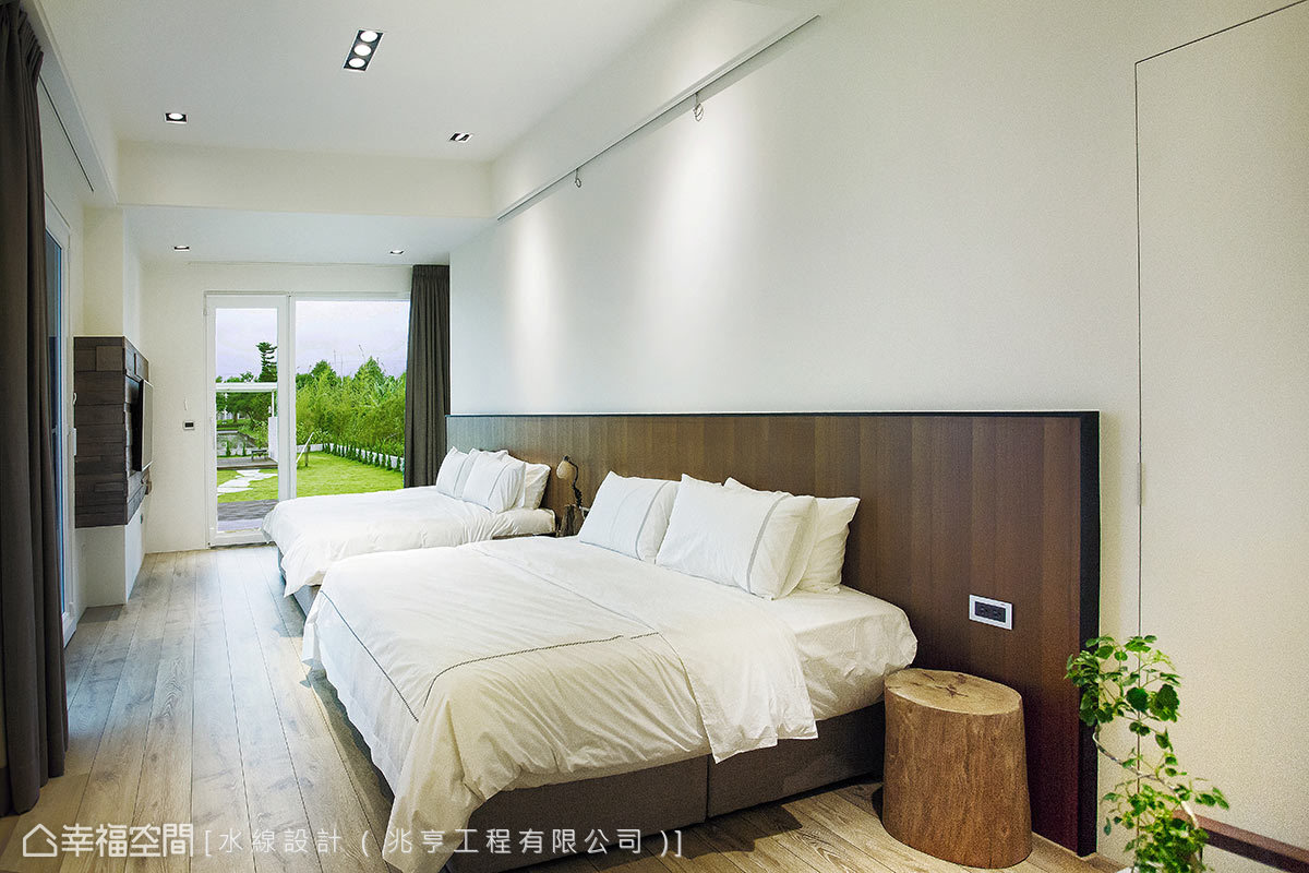 坐擁兩面景觀窗的房型規劃,讓長輩坐臥床上即可享有天光雲影變化的自然風景。
