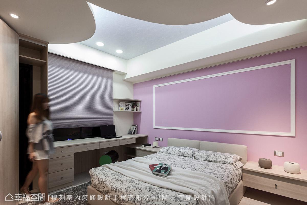 除了與大女孩房相仿的天花元素設計,吳宗儒設計師另採可調色黑板漆打造專屬塗鴉彩繪牆。