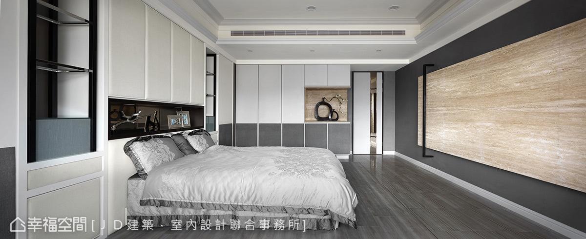 地磚地坪延伸至臥床周匝,另改以色系紋理相仿的木地板圈築出類地毯效果,完整空間的一體性。