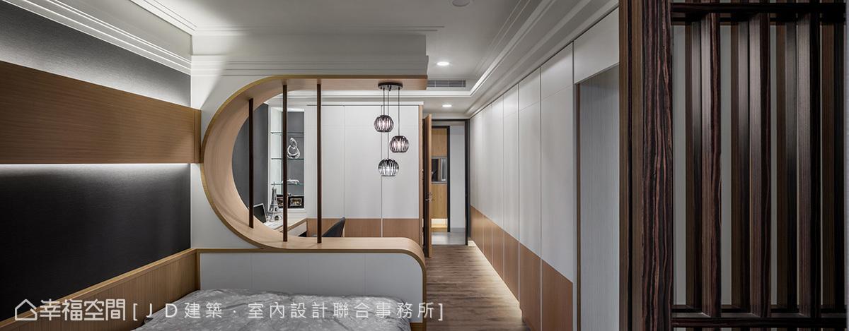 規劃於屋中的造型隔屏獨立出書房與臥眠區,也形構可安穩入眠的空間安定性。