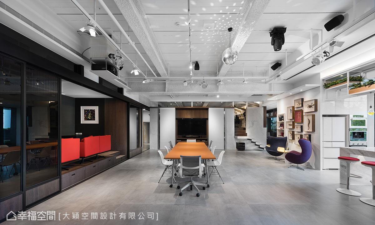 本區是匯聚時尚的新據點,集結吧台區、攝影區、剪輯區及大會議室等空間,全方位地提供給員工休憩與聚會利用。