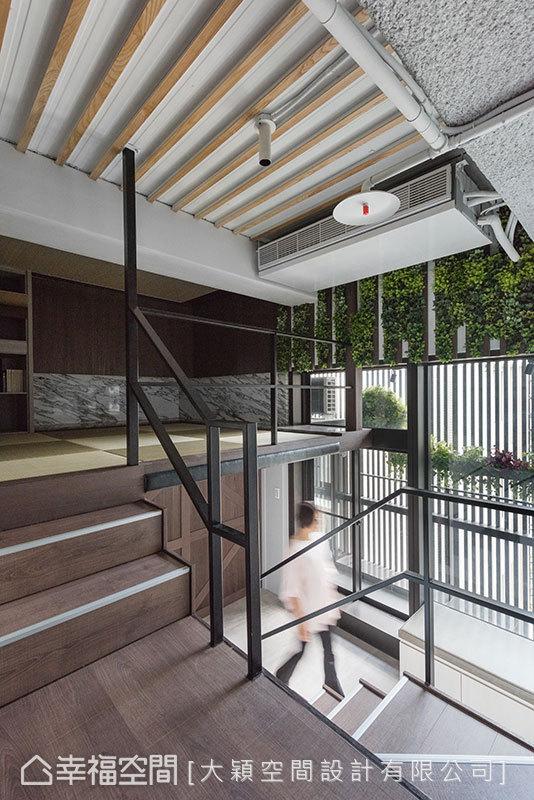 垂直的動線規劃,順應樓板高度做變化,讓內部場域形塑更有設計感與多元性。