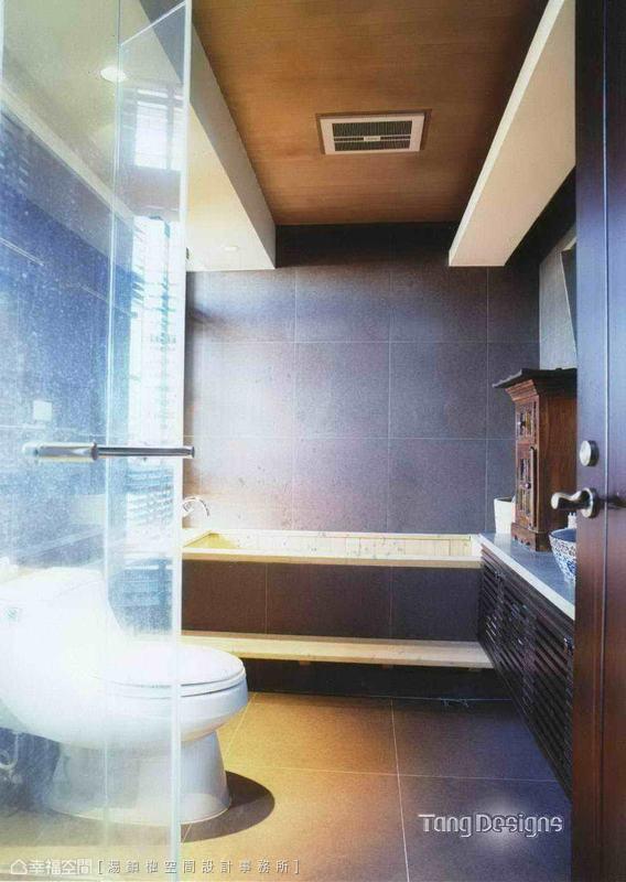 對應整體沉穩地設計風格,衛浴亦以深色調鋪陳。