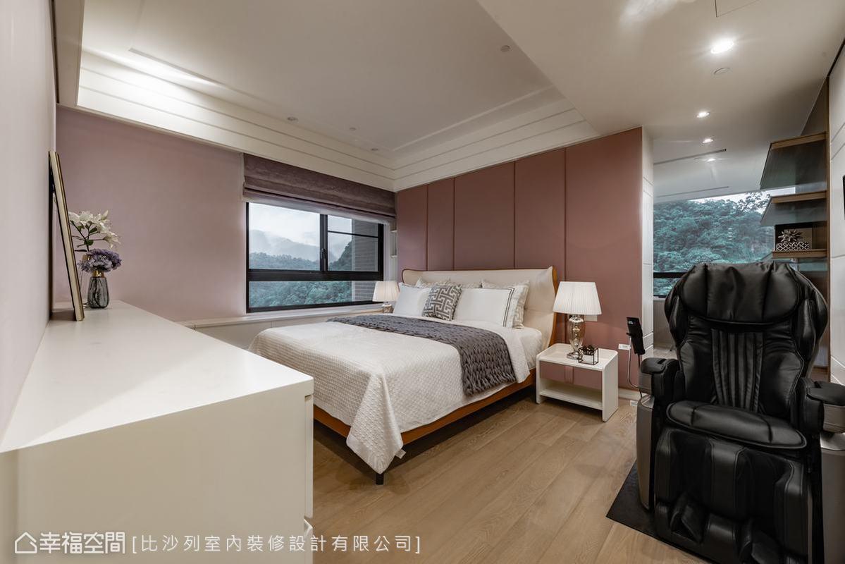 客廳格局退讓出的主臥空間一應俱全,更衣室、書房、桑拿房,還有無敵景致的大浴室,讓屋主能盡情享受生活之美。