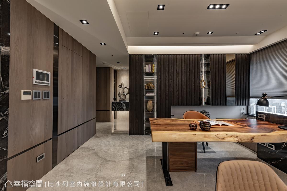 比沙列室內裝修設計捨棄了獨立書房空間,將之從牆內解放出來而能與整個環境互動,韻味明朗。