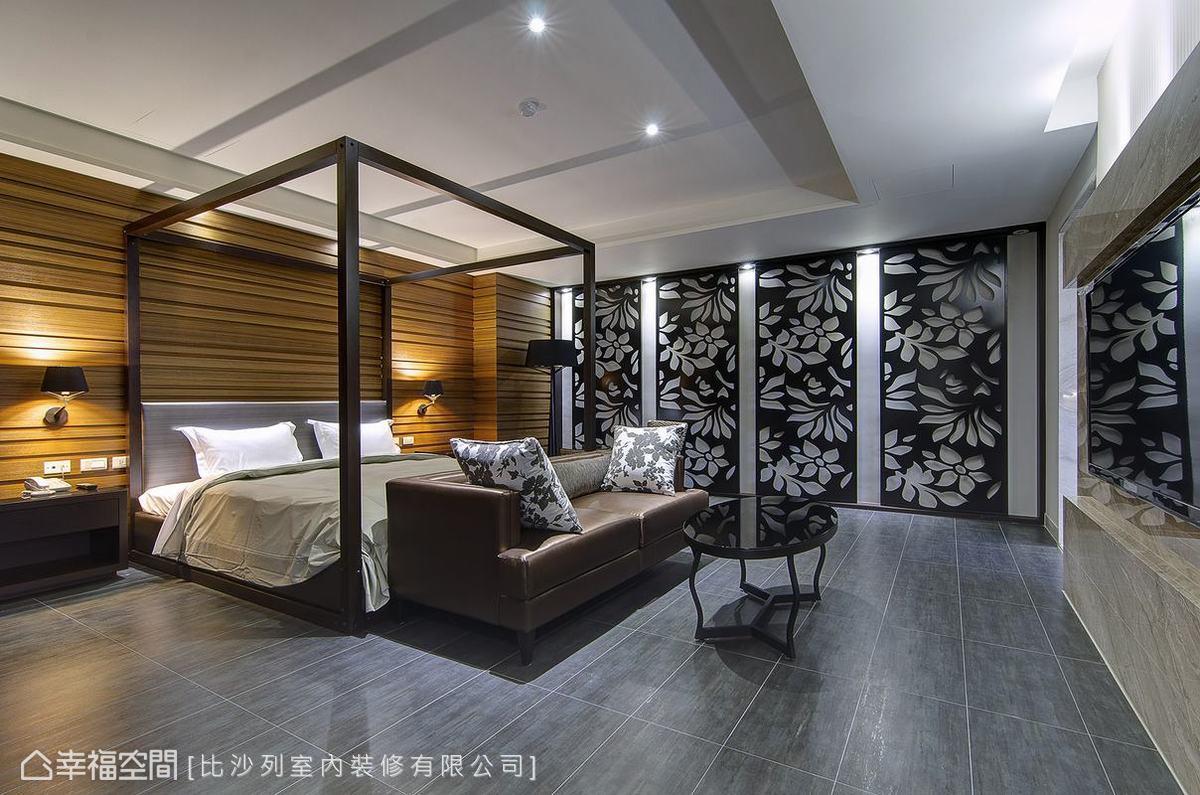 床頭面的橫向切割,搭配入東南亞風格的紙纖、軟木編織,譜畫出休閒氛圍。