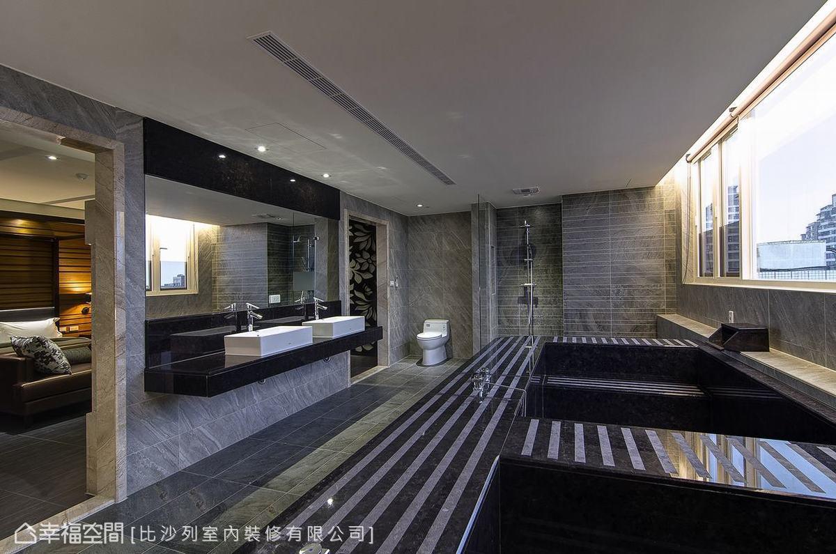 電視主牆帶動出的雙進式衛浴動線,一邊有著島吧與小書桌功能,另一側則是雷射雕刻板形塑的情境區。