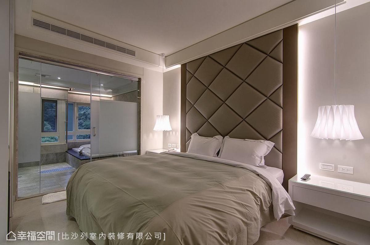 形由機能而生的建築規劃,外凸浴缸設計不僅為泡湯時刻開創了絕佳窗景,亦成就建築體中的摺窗造型。