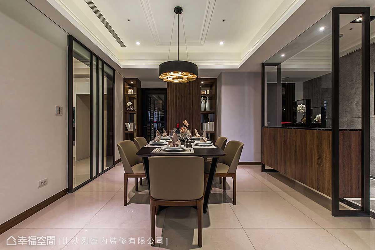 臨於玄關側的用餐區域,透過主燈點綴、將入門即視餐廳的尷尬,變身為空間亮點。