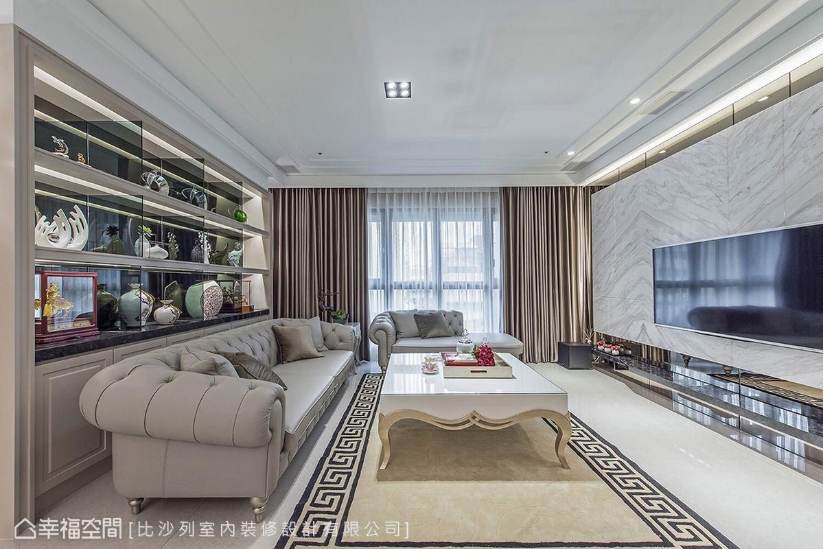 利用線板、拉扣造型沙發等經典風格元素,堆疊簡約優雅的新古典情調。