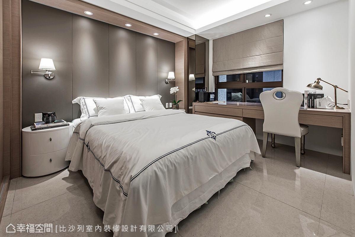 白色基底融合溫潤木質色調,圍塑內斂安定的臥房氛圍。