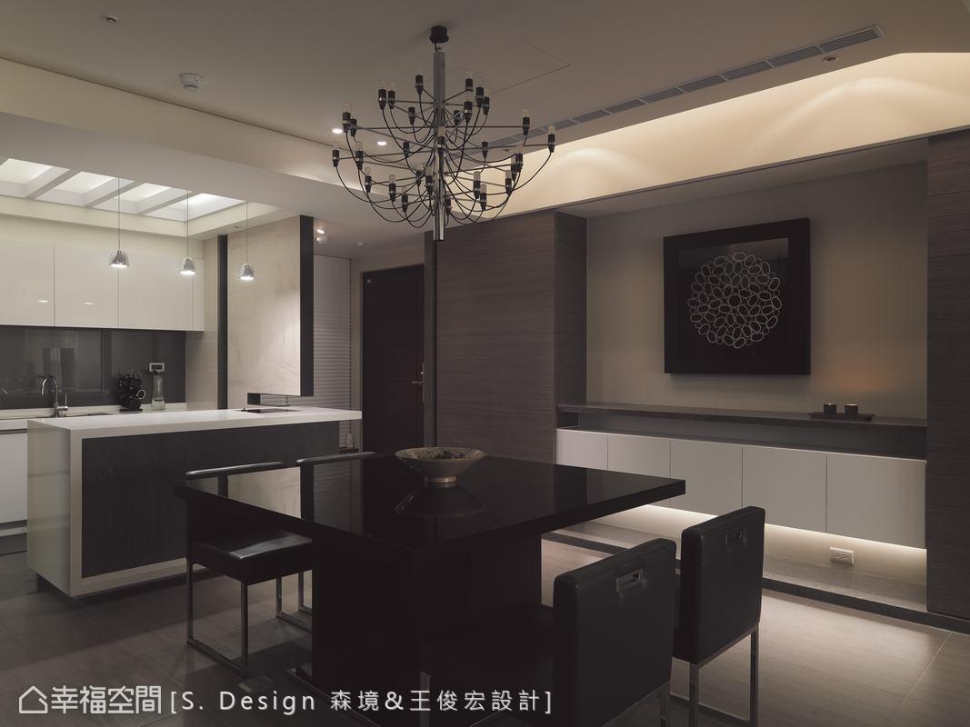 拿掉原有的廚房隔間牆,設計師給輕食為主的家庭開放穿透的餐廚環境。