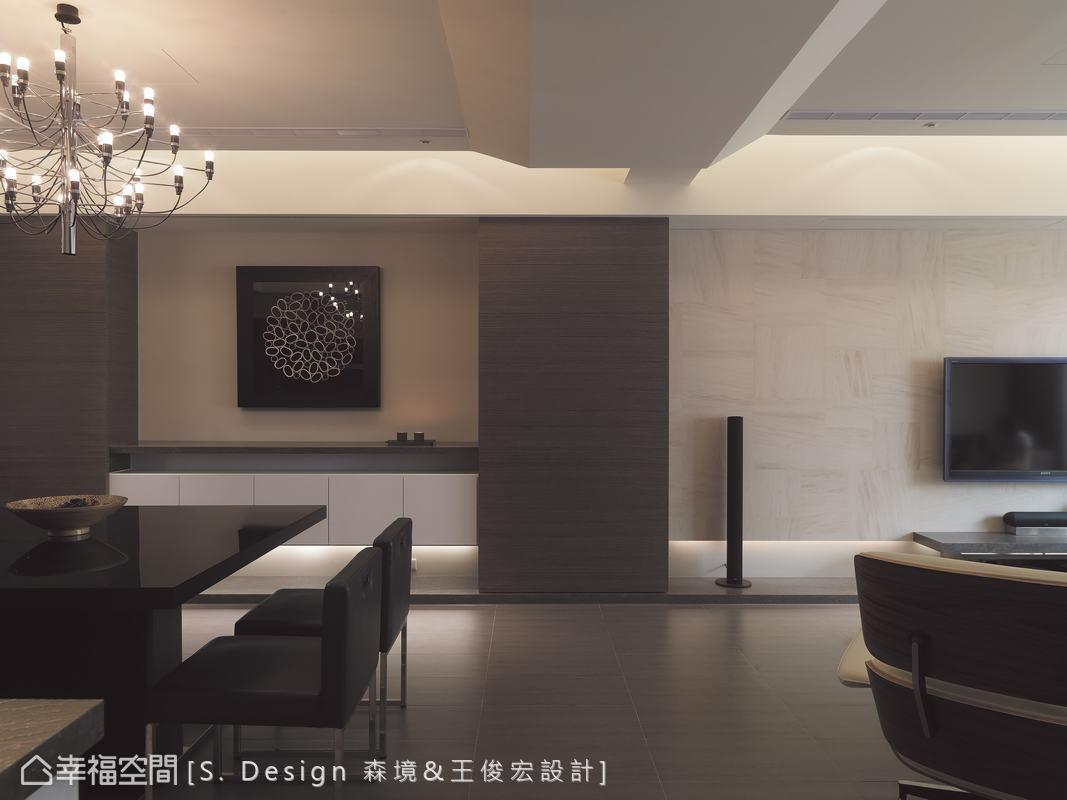 完整的塊狀天花從客廳延伸進入後方的餐廳場域,比例拿捏得宜的傾斜角度將客廳與餐廳間的橫樑完美包覆,也讓兩個場域間達成美好的連貫性。