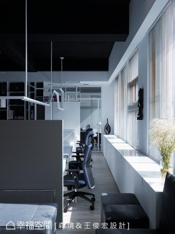 極具寬度的受光面,品味陽光輕灑入室的感動之時,亦鬆綁長時間工作的緊繃神經。