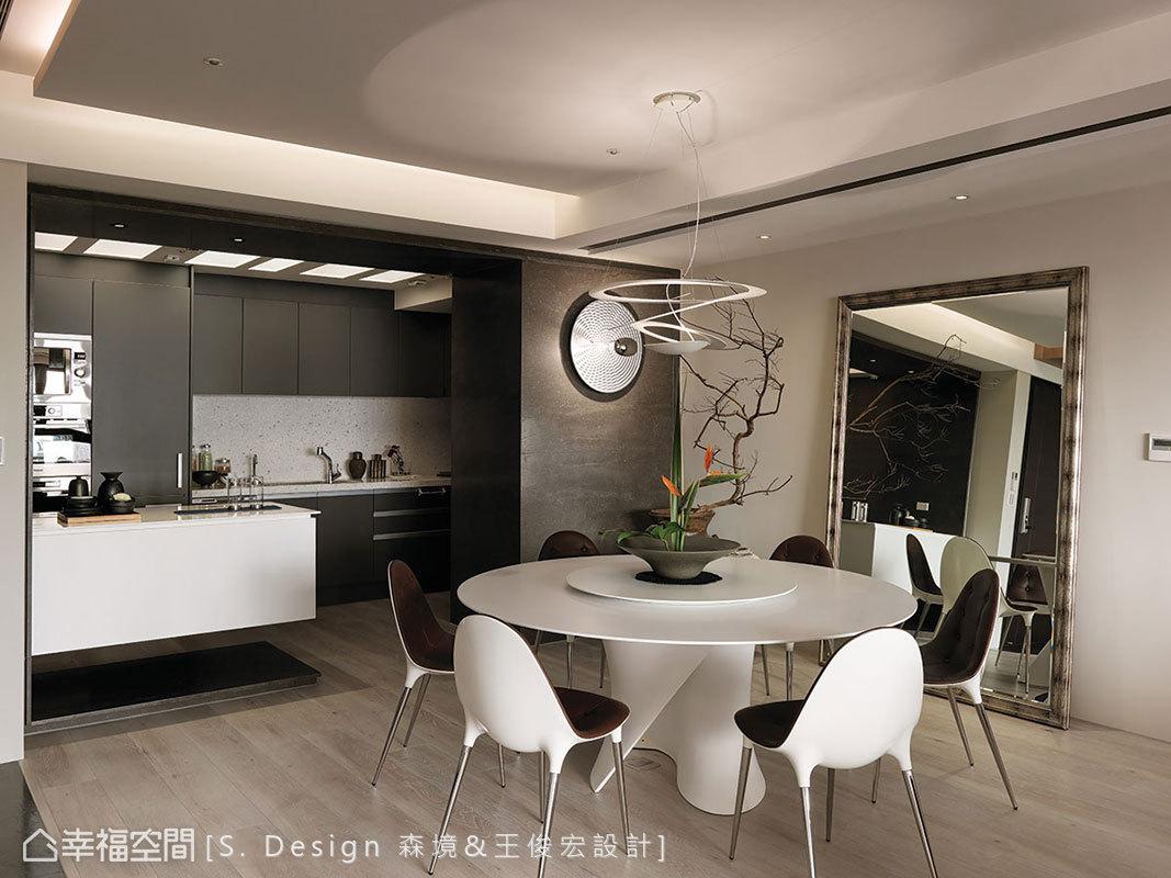 鮮少開伙的廚房以吧檯分界餐廚區機能。