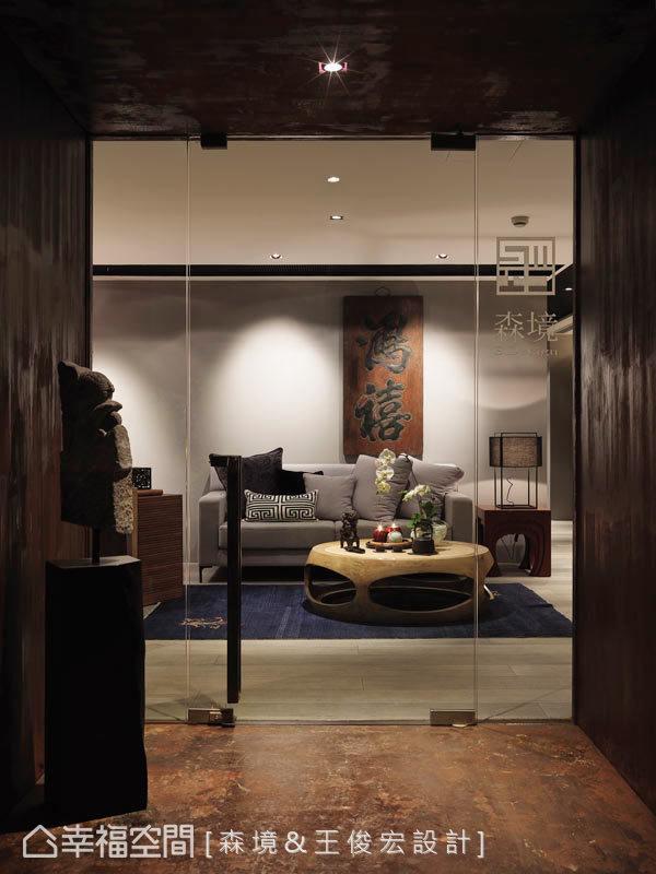 在制式乏味的辦公大樓內,砌出一處充滿人文感的創意天地,讓來往賓客彷彿遇見桃花源,有豁然開朗之勢。