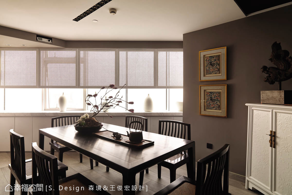 傳統且具現代風味的會議室,構置沉穩的色調的桌椅,恣意的泡茶聊天,展現古樸風韻。
