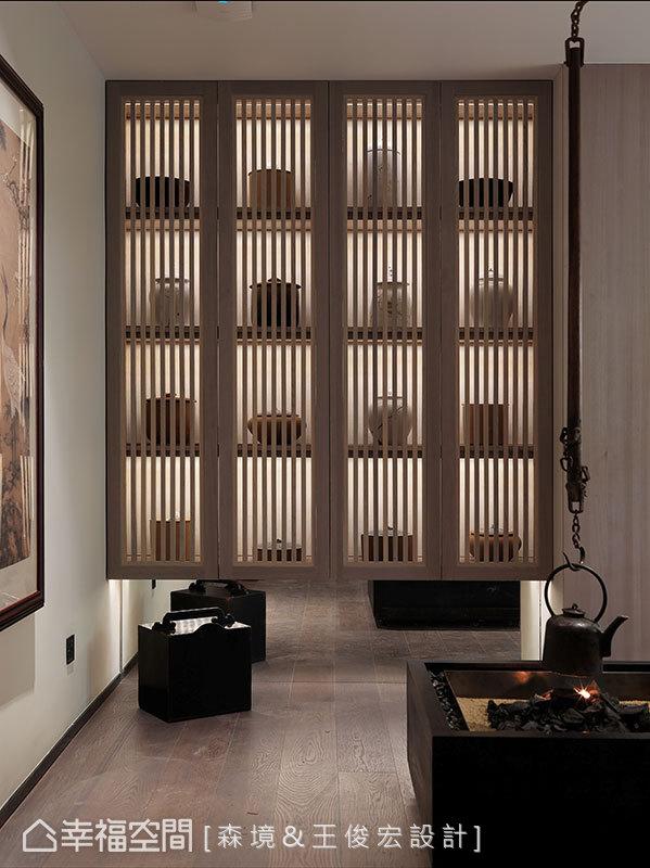 吊壺地爐與格柵書櫃的設計,皆是以現代手法重現經典東方元素。