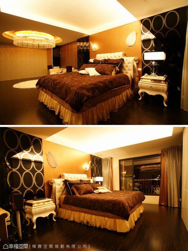 數以百計的施華洛士奇水晶串從鑿空的圓形天花上方懸垂而下,剔透的瑩澤與間接照明閃耀出滿室的貴氣華美,保留臥眠區的沈靜,設計師僅在臥床上方打上間接照明,重要的空間表情就交給主臥室裡的小起居室自由演繹。