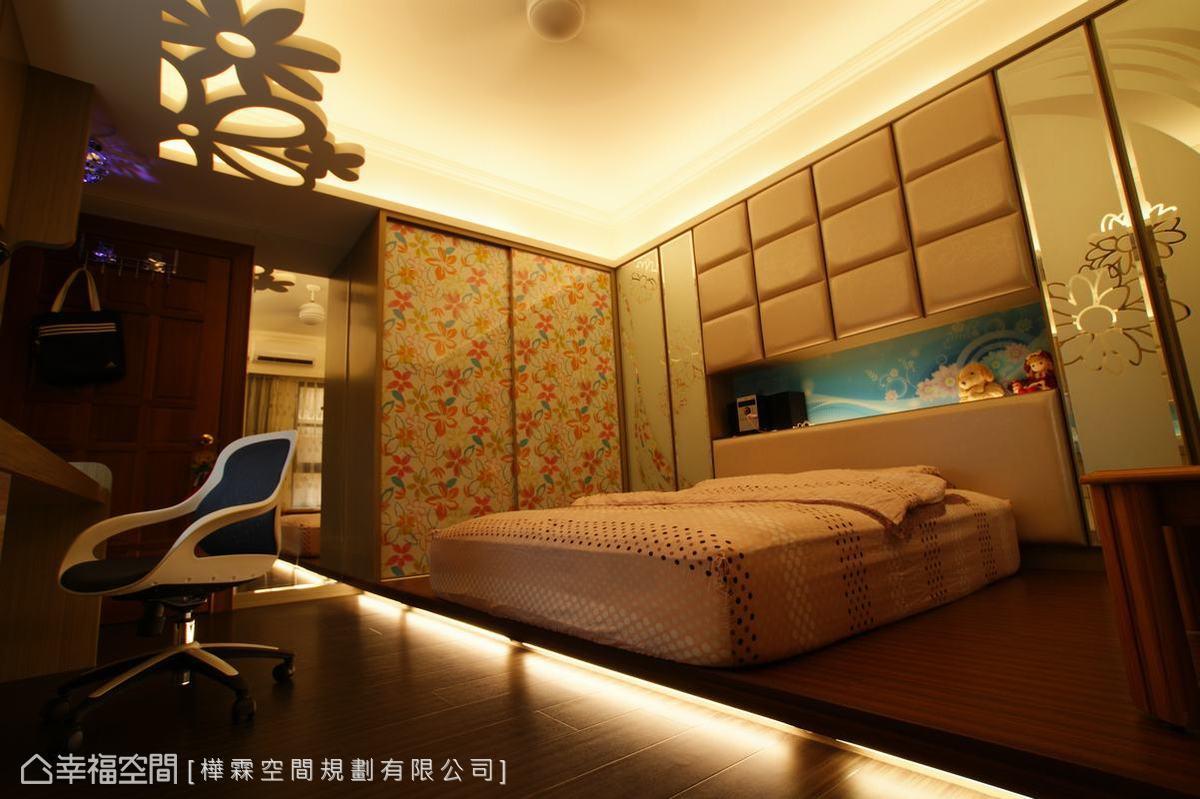 稍作墊高後的睡眠區塊,以繃皮搭配烤漆噴砂,型塑客製專屬的古典優雅。