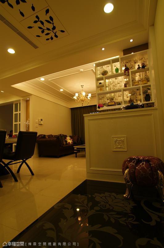 地板及天花板的花草圖形,美化天地之餘,更為空間注入自然生氣。