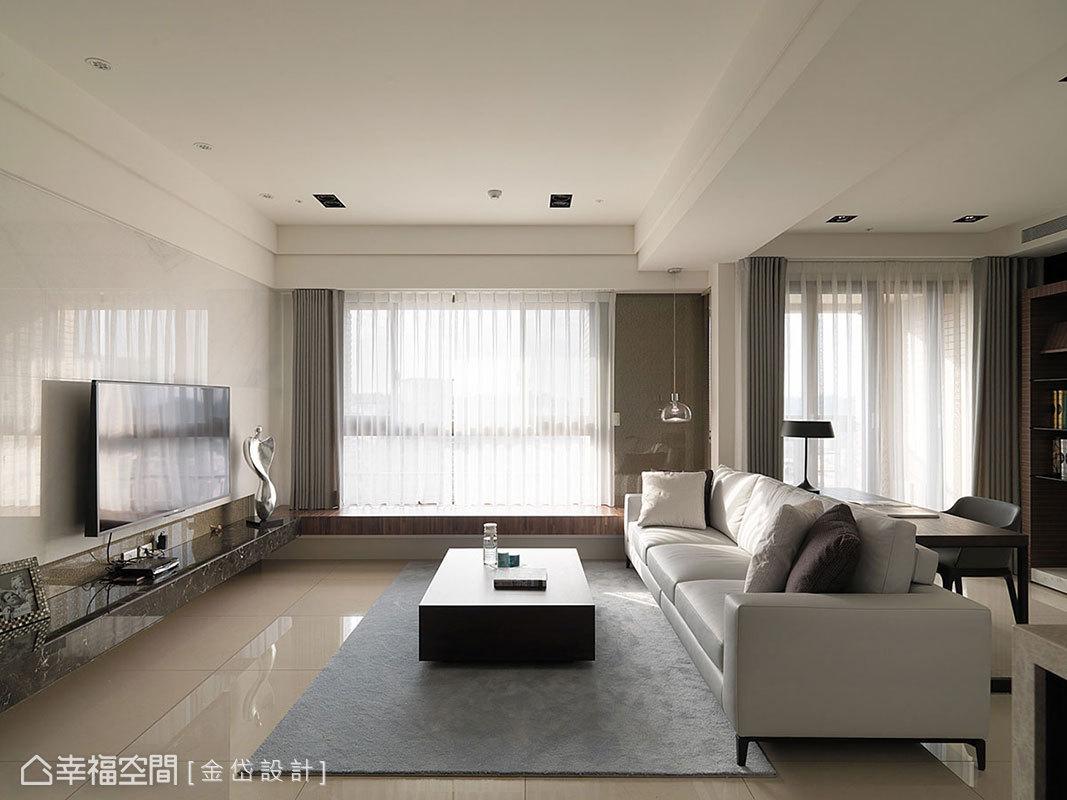 化繁為簡的材質運用,將茶晶烤玻轉換為窗側風景,一字型的坐檯規劃,進一步擴充待客之需。
