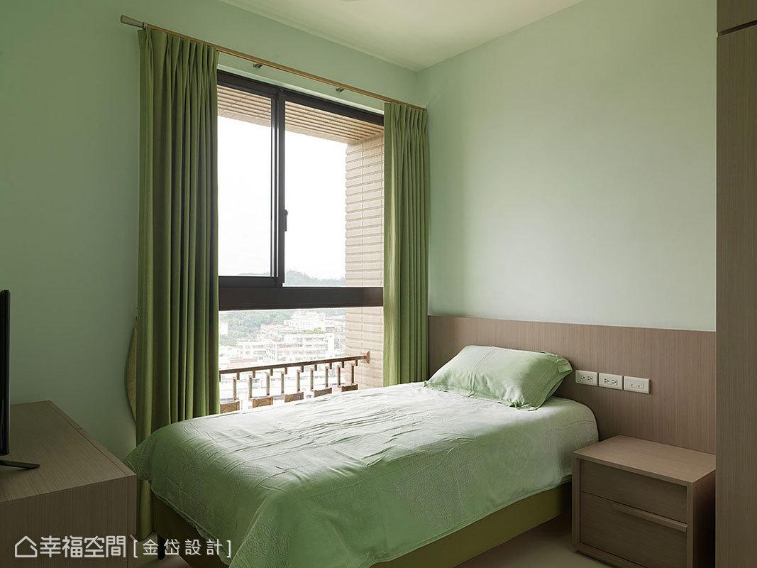 清爽又亮麗的芥末綠,是八旬長輩最愛,活潑的色調飽滿了每日精神與活力。