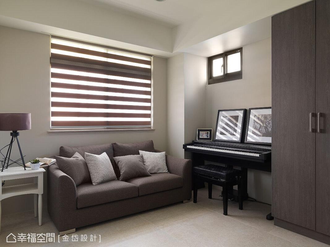 舒適為主的起居室,以木質溫潤色調盈滿空間暖度。