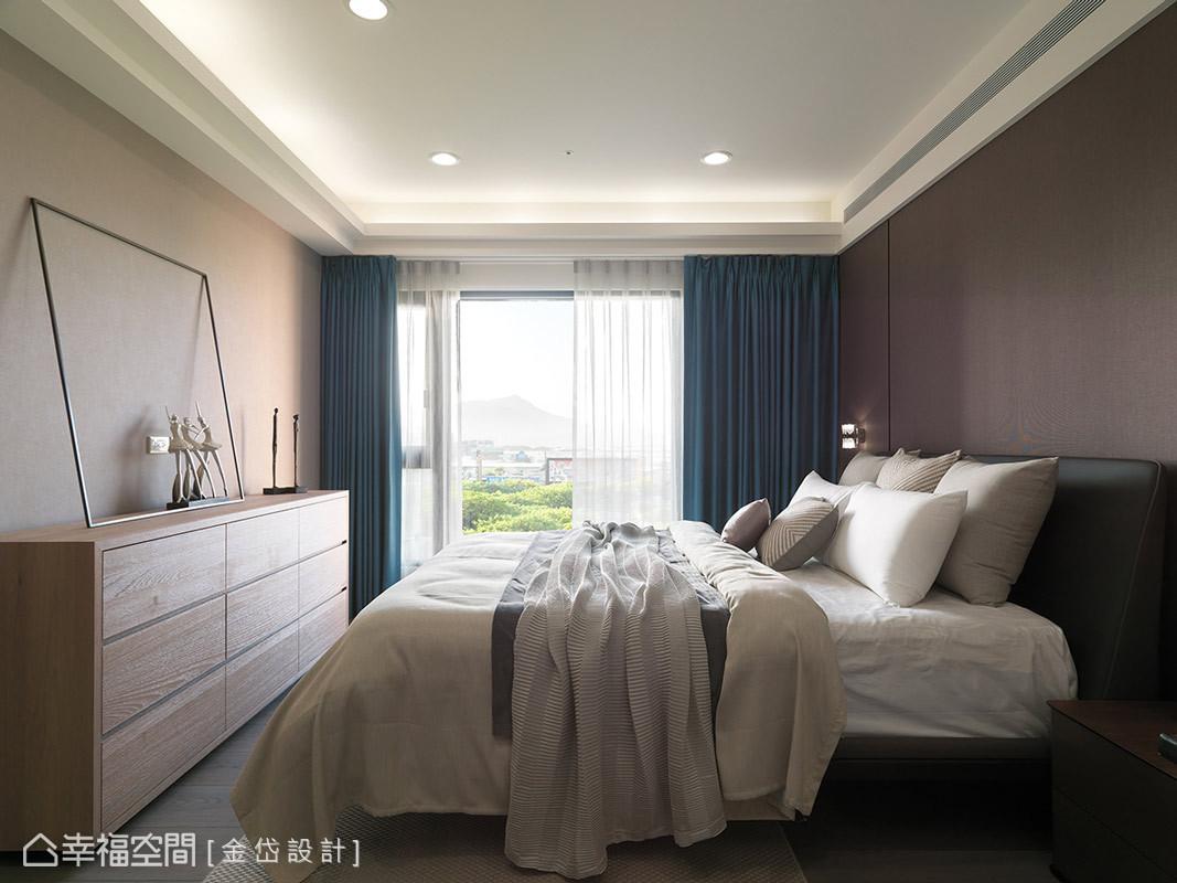 進入主臥房,圍塑如公共空間同樣的北歐風格,強調自然、舒壓、簡單慢活,是屋主所希冀的居家風格。