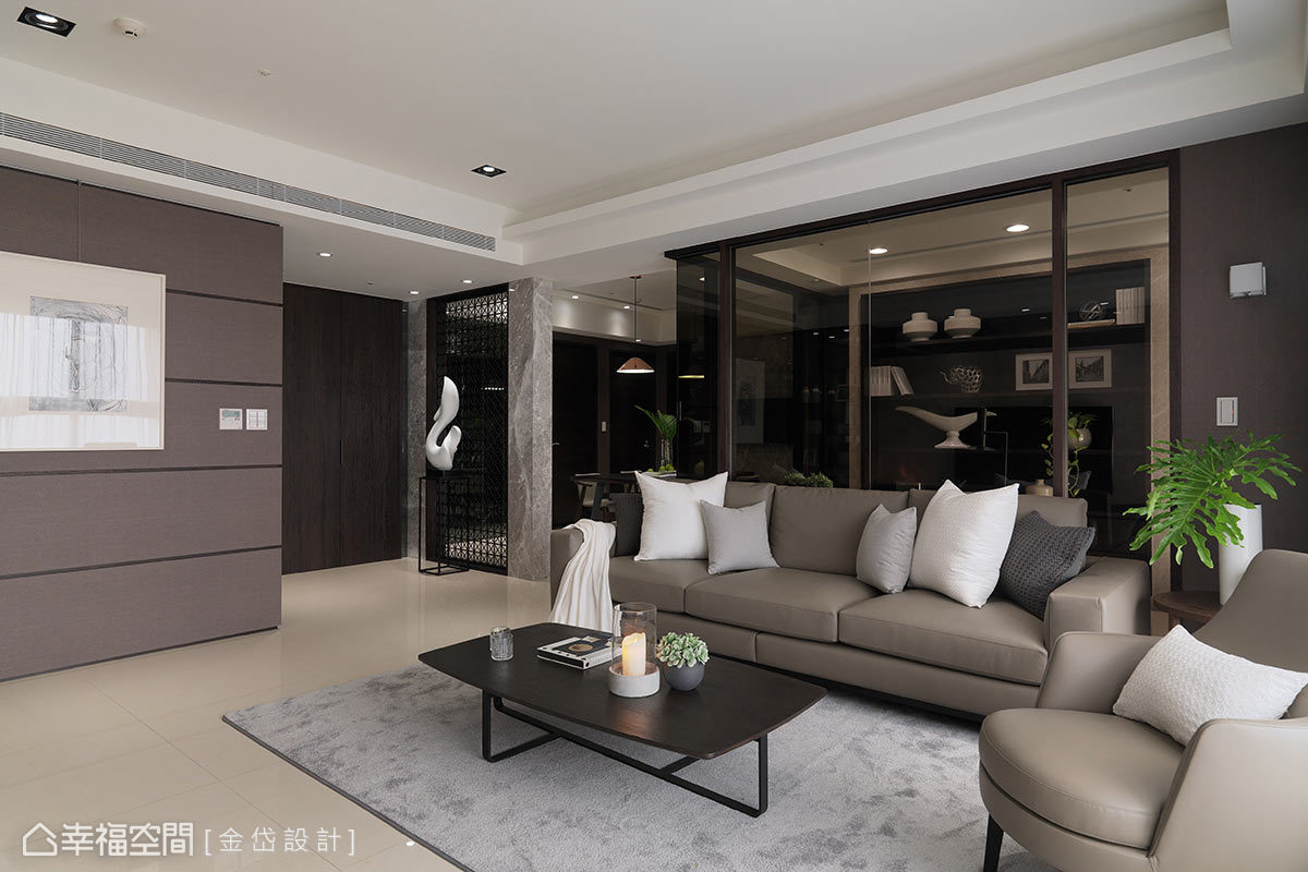 針對屋主品味、年齡與需求,金岱設計以大地色調與內斂低調的空間氛圍,形塑簡約現代的居家樣貌。