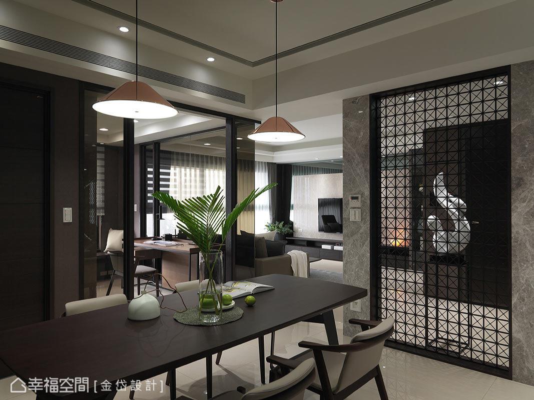 金岱設計以大理石、鐵件及木皮等材質鋪述,搭配量身打造的定製家具,描繪出餐廳的豐沛神情及獨特性。