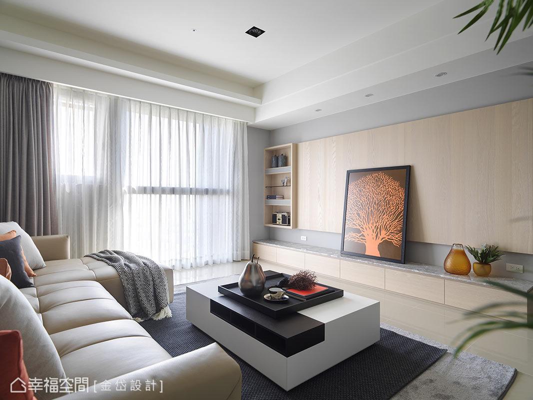 本案擁有大面的落地窗,將日光敞亮的基地優勢呈現出來,心境與視野自然更開闊。